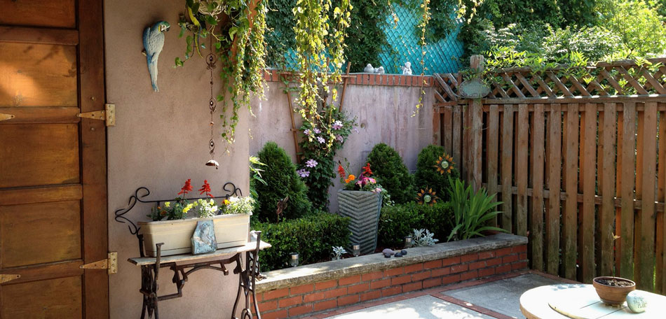 Big ideas for decorating small outdoor spaces bombay for Patio designs for small gardens