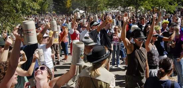 Oktoberfest: North America, Oktoberfests, Places to Visit, Rocky Mountains, West Coast, Colorado, Denver, Crowd, Celebrating, Beer, Mugs
