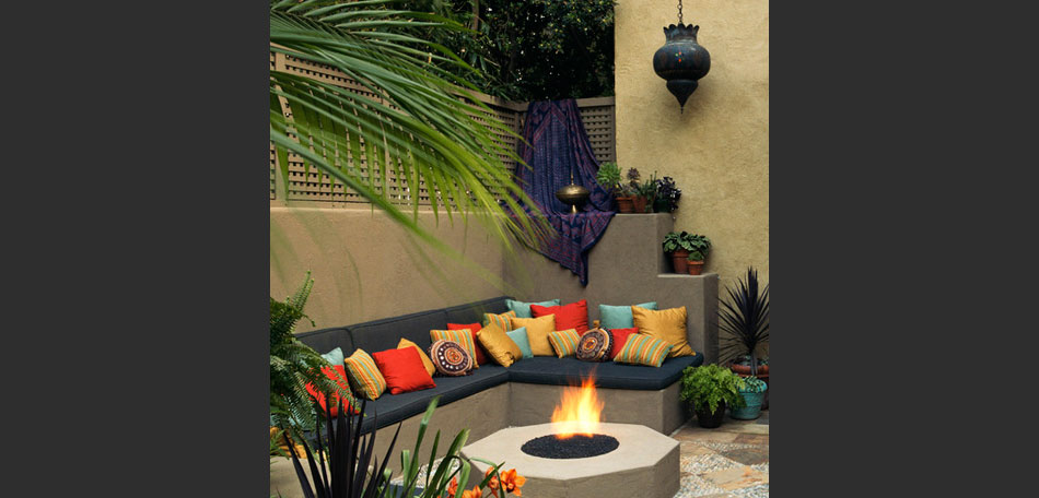 decorating small outdoor spaces, Moroccan decor, lantern