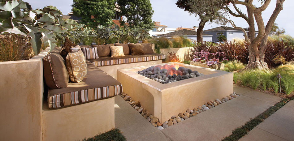 color trends 2014, 2014 color trends, bright colors, stripes, outdoor furniture, patio furniture, striped patio cushions, fire pit, backyard, decor