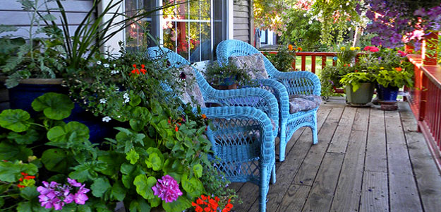 Decorating with Color: Bright Colors - Carla - Style - Outdoor Decor - Bright Colors - Wicker Patio Furniture - Colorful Porch