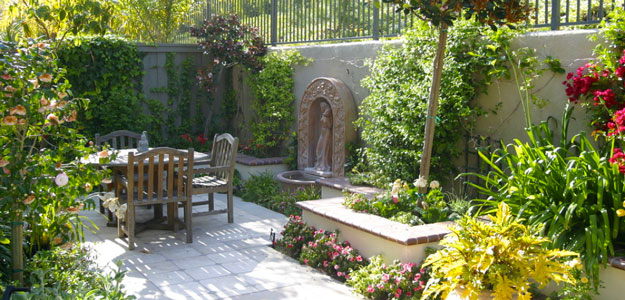 Global Decor: European Inspired - Europe - Courtyard - Fountain - Dining Area - Outdoor Entertaining - Tiling -Tile