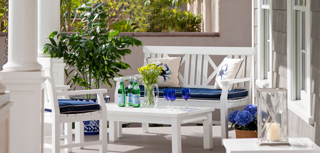 Outdoor Rooms: Porches - Sea Front Porch - San Diego