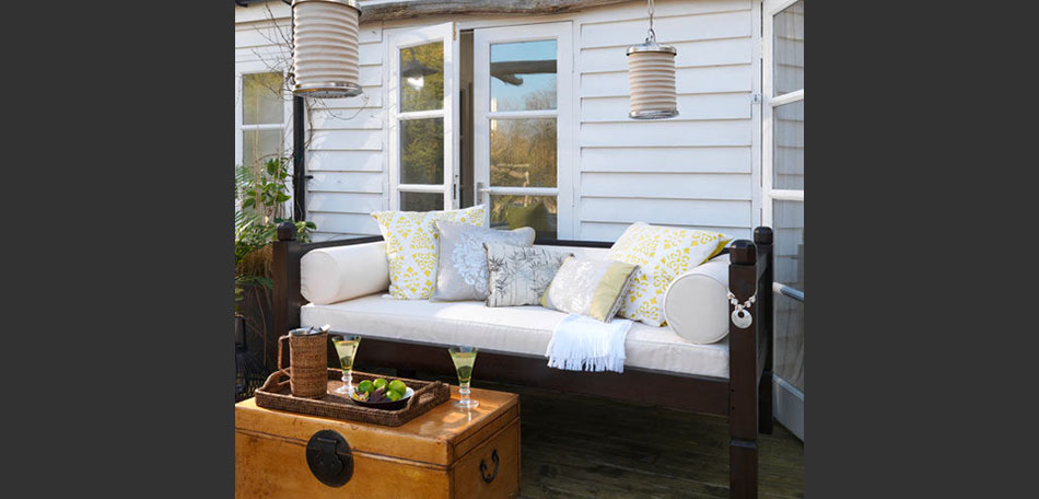 decorating small outdoor spaces, outdoor sofa