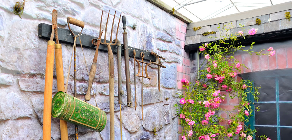 garden clean up, storing gardening tools
