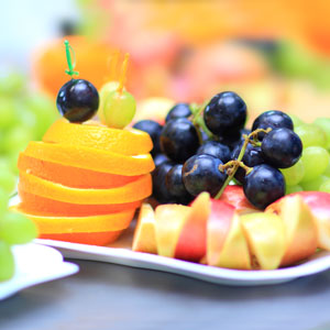 Table Decoration Ideas: Table Decorations, Table Decorating, Fruit, Display, Fruit Display, Platter, Arrangement, Apple, Orange, Blueberries, Colorful, Party, Parties, Porch, Patio