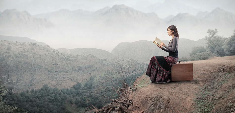woman reading on suitcase950x456